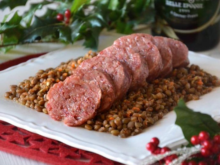 LENTILS AND COTECHINO CAN NOT MISS ON THE NEW YEAR'S TABLE DINNER