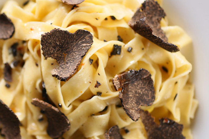 EASY, QUICK AND GOURMET: TAGLIATELLE WITH FRESH BLACK TRUFFLE
