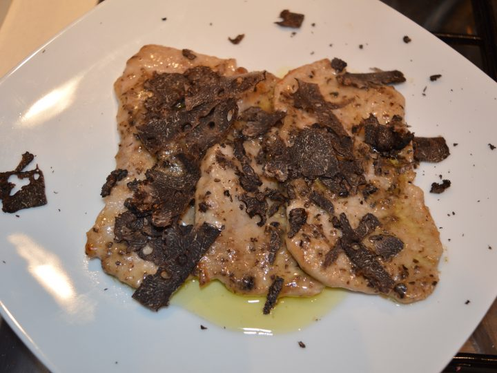 A GREAT MAIN COURSE: VEAL ESCALOPE WITH FRESH BLACK TRUFFLE