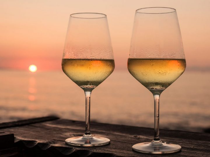 THE WINES OF THE SUMMER REGION BY REGION
